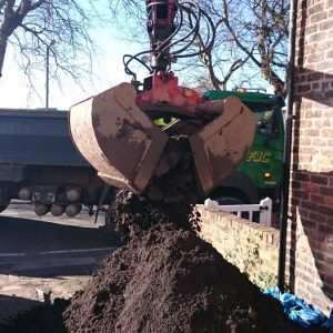 14 Tonne Topsoil Loose Load with Grab Unloading